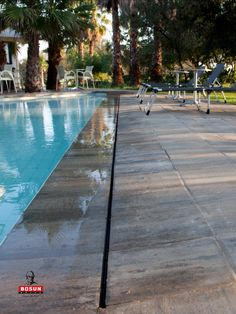 An inviting setting created with Bosun Urban pavers. Pool Paving, Paving Stones, Paving Ideas, Concrete Finishes, Modern Pools, Swimming Pools Backyard, Pool Designs, Light Colors, Natural Stones