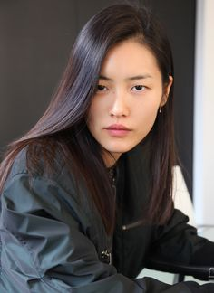 LIU WEN's favorite apps for Fashion Week are: WeChat, Instagram, The Weather Channel, Style.com, and Weibo.