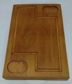Tabua para churrasco feita em prancha de madeira de lei, maciça.  Ótima opção para uso ou para presentear.