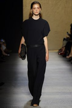 Narciso Rodriguez Spring 2016 Ready-to-Wear Collection Photos - Vogue Fashion Week, Runway Fashion, Fashion Show, Womens Fashion, Fashion Spring, Style Fashion, White Silk Dress, New York, Vogue