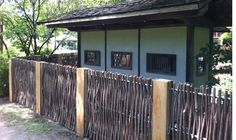 As seen at Japeneese aera at Montréal Botanic garden #TheGreenBarrier #fence #garden
