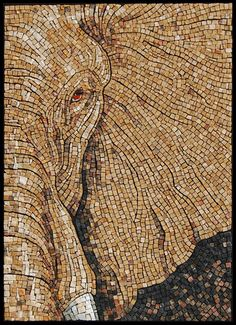 Sandra Groeneveld - El ojo del elefante, 2010. Mármol y smalti, 56 x 40 cm aprox. Smalti: material clásico para mosaicos, pasta vítrea, mezcla de cristal y minerales, que se sigue fabricando con técnicas tradicionales. La pasta fundida se vierte en capas de aprox 10 mm de espesor, sobre losas para su refrigeración; La pasta es golpeada y cortada a mano en teselas rectangulares irregulares en su forma una de las características de las teselas obtenidas, que reflejan la luz en todas su…