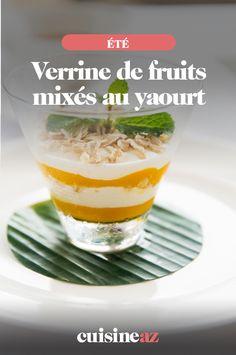 Ces verrines de fruits mixés au yaourt sont parfaites comme dessert d'été léger ! #recette #cuisine #verrine #fruit #dessert #ete Verrine Fruit, Pudding, Recipes, Food, Sliced Almonds, Yogurt, Pineapple, Apple, Vegetable Tian