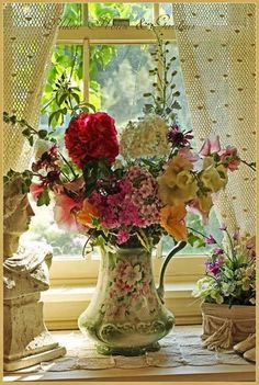 Sweet bouquet in a floral vase Deco Floral, Arte Floral, Floral Design, Ikebana, Fresh Flowers, Beautiful Flowers, Cut Flowers, Silk Flowers, Beautiful Gardens