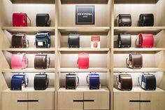 일본 초등학생들의 국민 가방으로 불리는 란도셀. 튼튼한 생김새, 유행을 타지 않는 디자인으로 6년 내내 멜 수 있는 가방으로 유명하답니다. 갤러리아명품관 WEST 5층 기프트샵에서 만나보세요.