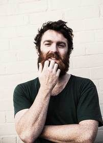 chet faker Amazing voice. Crazy beard.