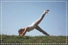 Nie lubicie chodzić na siłownię? Żaden problem. Do ćwiczeń w domu wystarczy Wam nawet sama mata :) O tej porze roku zdecydowanie polecamy jednak wybrać się z nią do parku lub ogrodu :)