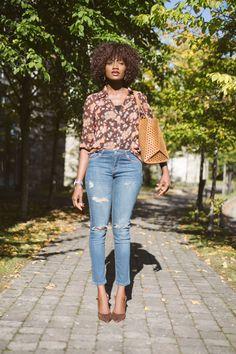 #denim, #croppeddenim, #floral, #rippeddenim, #distresseddenim, #casualchic, #casualglam, #casualfriday Autumn Fashion Casual, Casual Fall, Casual Chic, Ripped Denim, Distressed Denim, Casual Looks, Lifestyle Blog, Style Me, Personal Style