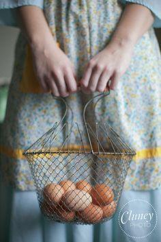 *~*❤*~*❤❤❤*~*❤❤❤*~*❤❤❤*~*❤*~*  Vintage Wire Egg Basket  *~*❤*~*❤❤❤*~*❤❤❤*~*❤❤❤*~*❤*~*