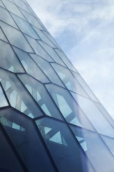 Harpa Concert Hall and Conference Centre / Henning Larsen Architects  Batteriid Architects. Reykjavik, Iceland