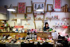 Yodoya shop in Paris - rue Saint-Gilles, 75003 PARIS (danku bregje) Mercerie Paris, Deco Paris, Imagenes My Little Pony, Boutique Deco, Paper Place, Paris Shopping, Store Interiors, Paris Restaurants, I Love Paris