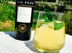 Rebujito: a nice summer cocktail made with fino or manzanilla sherry!NL or the link in bio and enjoy it! Tio Pepe, Wine O Clock, Cocktail Making, Andalusia, Summer Cocktails, Gin, Chips, Sevilla, Beverage