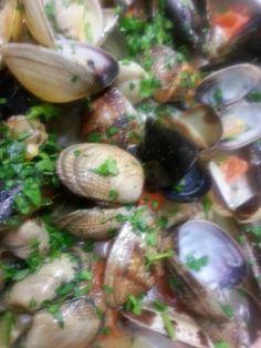 http://sorrentinoluigi.blogspot.com/2014/03/ecco-i-miei-spaghetti-ai-frutti-di-mare.html?spref=bl Oggi è domenica, se non sapete ancora cosa cucinare, e non avete voglia di andare a pranzo fuori, ecco un suggerimento pratico, veloce e naturalmente eccezionale, Il Supremo: Ecco i miei spaghetti ai frutti di mare