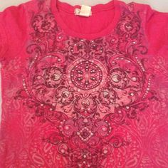 Short sleeve pink top Short sleeve pink top with paisley and glitter designs Twisted Tops