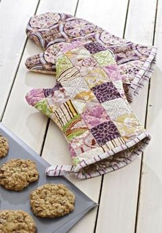 Fashion patchwork fronts for stylish oven mitts by stitched together four 25-Patch blocks and cut two oven mitt shapes from the patchwork.