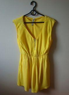Kup mój przedmiot na #vintedpl http://www.vinted.pl/damska-odziez/krotkie-sukienki/10431523-zolta-sukienka-stradivarius