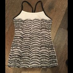 LULULEMON POWER Y TANK ❤️❤️ Adorable limited edition print Lululemon tank size 2 in perfect condition lululemon athletica Tops Tank Tops