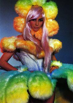 Christy Turlington for Thierry Mugler Fashion Show, Fall/Winter 1991 Christy Turlington, 90s Fashion, Fashion Art, Fashion Show, Crazy Fashion, High Fashion, Funky Fashion, Flower Fashion, Fashion History
