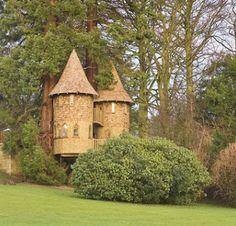 Treasured Dreams treehouse designed by Gordon Brown of Scotland