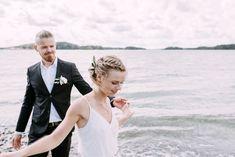 Hääkuvaus meren rannalla, boheemit häät, siviilivihkiminen rannalla. Hääkuvaus Helsinki, fine art weddings Helsinki