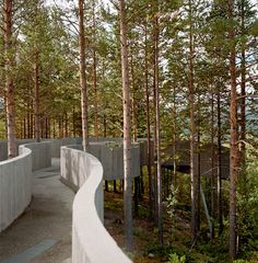 Les plus beaux points de vue en Norvege. À Stegastein, dans l'Aurland, les architectes Todd Saunders et Tommie Wilhelmsen ont imaginé un étonnant observatoire en bois lamellé-collé. À l'extrémité de la passerelle se déploie l'immense fjord Aurland. © Vincent Leroux