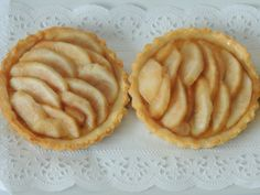 Hruškové tartaletky s medom Apple Pie, Good Food, Sweets, Gummi Candy, Candy, Goodies, Healthy Food, Apple Pie Cake, Yummy Food