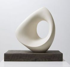Mari-Ruth Oda's work is influenced by the traditional Japanese concept of… Sculptures Céramiques, Art Sculpture, Stone Sculpture, Contemporary Sculpture, Contemporary Art, Sculpture Romaine, Cerámica Ideas, Modern Ceramics, Abstract Shapes