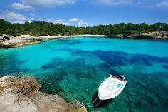 Minorque dans les Baléares : 20 lieux où voir les eaux les plus claires du monde - Linternaute