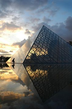 The Louvre. Musée du Louvre, Paris France. 1989. I. M. Pei Photo by Dave Islington