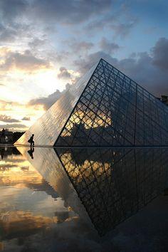 The Louvre. Musée du Louvre, Paris France. 1989. I. M. Pei Photo by Dave Islington
