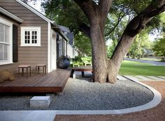 exterior designideen moderne vorgartengestaltung baum kies holz dekoration