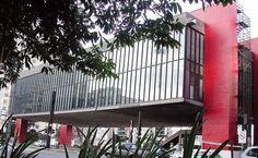 Inaugurado em 1969, o Museu de Arte de São Paulo (MASP) tem um vão-livre de 74 km de extensão. Ele abriga o mais importante acervo da América Latina,com cerca de 8 mil peças