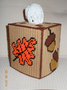 Fall Tissue box cover in plastic canvas