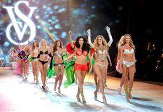 El cierre del desfile de Victoria's Secret fue, como suele ser habitual, una auténtica fiesta en la que diseño, modelos y cantantes recibían el aplauso de sus admiradores