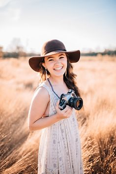 Emerson S. Liberty Class of 2018 Photographer Self Portrait, Photographer Outfit, Photographer Branding, Photographer Headshots, Senior Portrait Photography, Senior Portraits, Photography Camera, Photography Tutorials, Beauty Photography