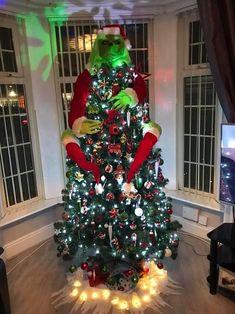 Thrifty mum reveals her Grinch-inspired Christmas tree Grinch Christmas Decorations, Grinch Christmas Party, Creative Christmas Trees, Christmas Mood, Diy Christmas Tree, Xmas Tree, Christmas Themes, Christmas Wreaths, Prim Christmas