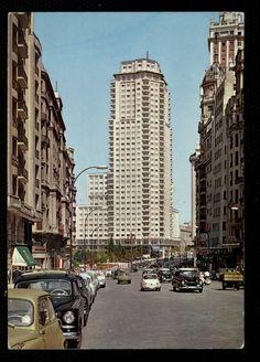 años '60, abajo, plaza de españa. Foto Madrid, Old Photos, Touring, Adventure Travel, New York Skyline, Scenery, Old Things, Around The Worlds, Street View