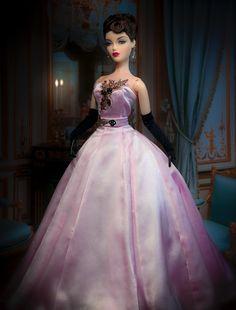 JAMIEshow Gene in SSP's Contessa gown. Wig by Ilaria