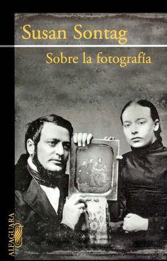 Se trata de una Sontag oculta, o al menos del pasado, pues este libro recoge seis ensayos publicados entre 1973 y 1977, que tratan la fotografía como arte, desde múltiples facetas y aspectos, que apenas se cita actualmente.