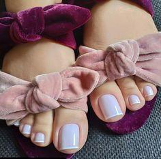 Clique Duas Vezes na Foto e Receba Curso Profissionalizante de Manicure com Certificado Pretty Toe Nails, Cute Toe Nails, Pretty Toes, Love Nails, Toe Nail Color, Nail Colors, Dark Skin Nail Polish, Eyebrow Design, Long Toenails