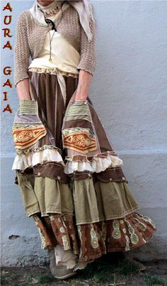 Poorgirl Artist's upcycled skirt Gypsy Style, Bohemian Style, Boho Chic, My Style, Hippie Outfits, Chic Outfits, Moda Hippie, Estilo Hippy, Look Boho