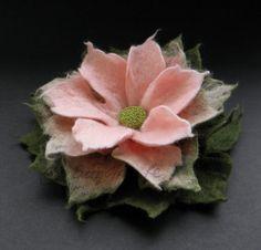Verde oliva e dolce rosa spilla fiore di feltro di BridgetStudio