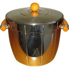 Depression-Era Chrome Ice Bucket with Caramel Bakelite Handles Rustic Kitchen, Country Kitchen, Vintage Kitchen, Retro Vintage, Vintage Cocktails, Plastic Items, Cottage Kitchens, Bartenders, Bar Carts