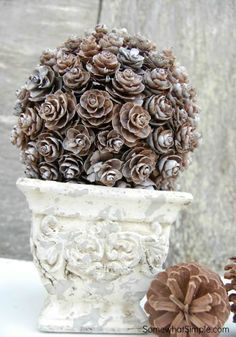 Basteln mit Naturmaterialien – 42 coole Bastelideen tinkering with natural material craft ideas with cones All Things Christmas, Winter Christmas, Christmas Holidays, Woodland Christmas, Primitive Christmas, Winter Fun, Country Christmas, Christmas Snowman, Winter Time