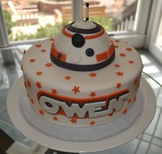 My client for this cake loved everything Star Wars! While I have done several cakes from the old school movies, this was the first that I did of one of the new characters. Star Wars Torte, Star Wars Cake Toppers, Tema Star Wars, Star Wars Bb8, Star Wars Birthday Cake, Birthday Fun, Birthday Ideas, Birthday Cakes, Fancy Cakes