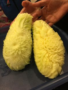 Green Papaya carving Veggie Art, Fruit And Vegetable Carving, Veggie Display, Creative Food Art, Food Carving, Fruit Displays, Food Decoration, Seasonal Food, Fruit Art