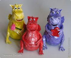 Сегодня расскажу, как сделать елочную игрушку из папье-маше на примере Дракончика. фото 37
