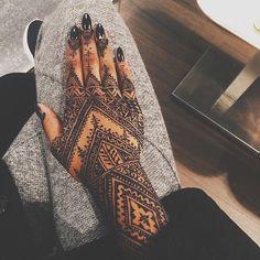 Image via We Heart It #arabic #black #blacknails #girl #girly #hands #nails…