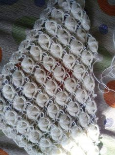 This Pin was discovered by Vah Cute Crochet, Crochet Motif, Knit Crochet, Crochet Shawls And Wraps, Knitted Shawls, Crochet Stitches Patterns, Stitch Patterns, Home Body Wraps, Dandelion Root Tea