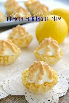 Mini Lemon Meringue Pies bite-sized version of your favorite classic pie So easy simple and amazingly delicious Perfect with your afternoon tea - Mini Desserts, Lemon Desserts, Lemon Recipes, Delicious Desserts, Dessert Recipes, Easter Desserts, Recipe Lemon Juice, Plated Desserts, Tea Party Desserts